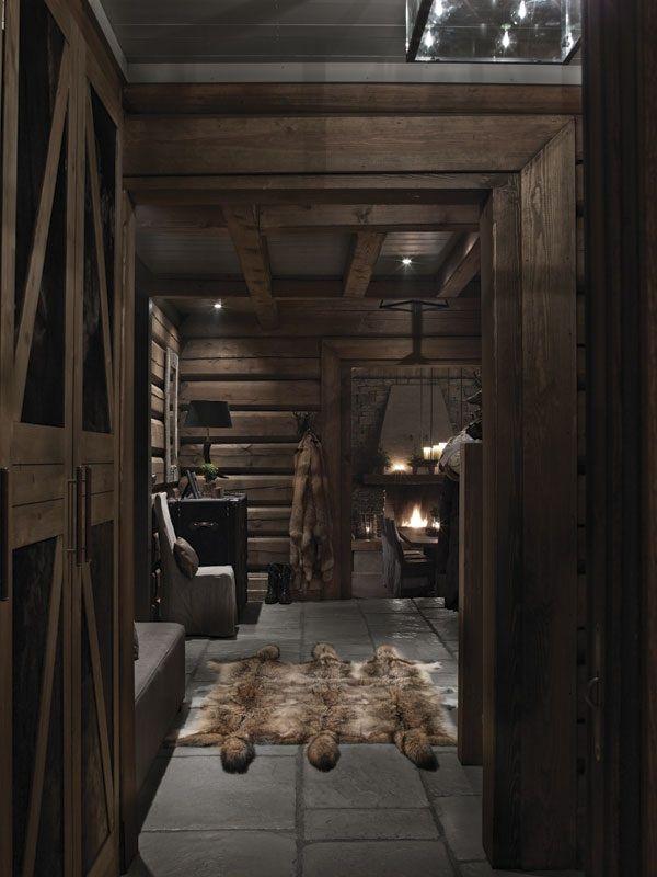 Дом находится в районе горнолыжного курорта Хавсдален. Проект разработала дизайнер интерьеров Элин Фоссланд из  архитектурного бюро Fossland AS.