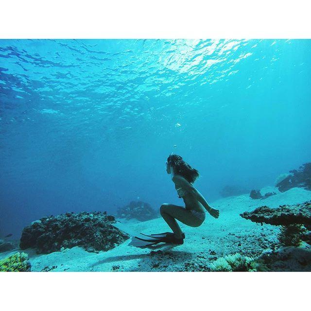 【uloulo_macaron_beats】さんのInstagramをピンしています。 《✶ ✶ あなたがすきです ✶ ✶ ウロウロしかできないわたしには ✶ ✶ あなたがまぶしいです ✶ ✶ ✶ ✶ #blue #mama #love #miyakojima #okinawa #miyakoisland #beach #sea #bikini》