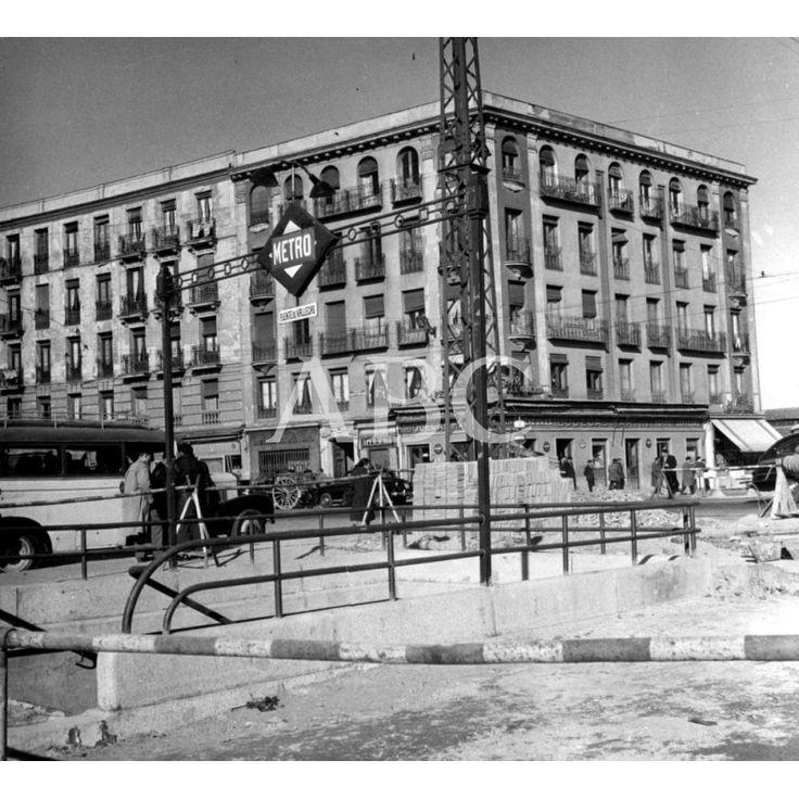 1958. Entrada de la estación de Puente de Vallecas