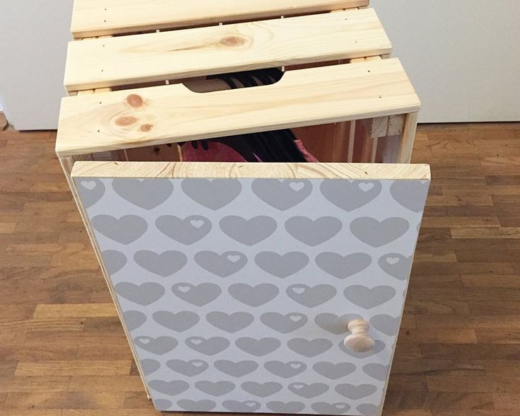 Puppenschrank selber bauen aus IKEA Box mit Limmaland