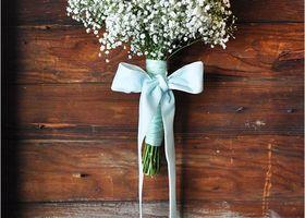 結婚式のブーケのデザインは、お花はもちろん『持ち手』にまでこだわりたい*リボンで束ねて蝶々結びしたガーリースタイルがおすすめです♡