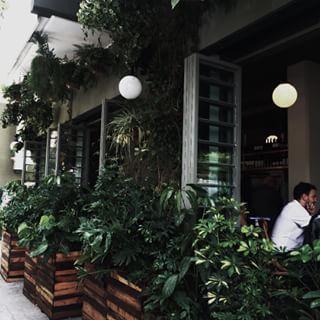 En Agustín Melgar no. 5, esquina con Mazatlán, hay un restaurante nuevo que todo el mundo está loco por probar. | Este nuevo restaurante en la Condesa es el más hot de la Ciudad de México