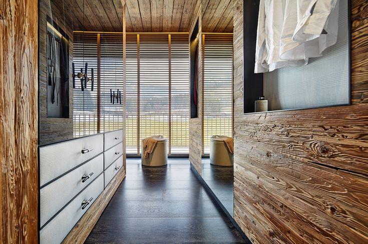 Hochwertiger begehbarer Kleiderschrank aus Holz: Alpine Spirit.