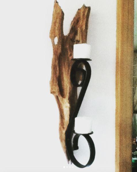 Candelabros elaborados con hierro y madera. Síguenos en facebook: @forjania #arte #hogar #candelabros #vela #herramientas #ideas #construccion #diseño #Comedor #madera #mesa #decoracion #inmobiliario #muebles #hierro #artesania #art #wood #iron #handicrafts #retro #design