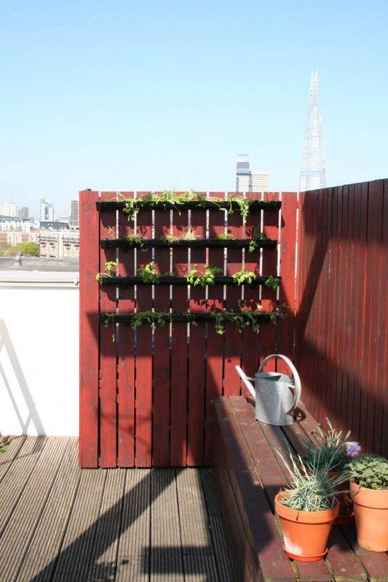 Best 25 vertical planting ideas on pinterest wall for 747 evergreen terrace