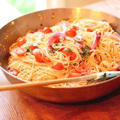 Паста с томатами, базиликом и чесноком - Kurkuma project (Проект Куркума) Вот вам ещё один способ как за 30 минут приготовить вкуснейший ужин. Любители пасты оценят по достоинству!