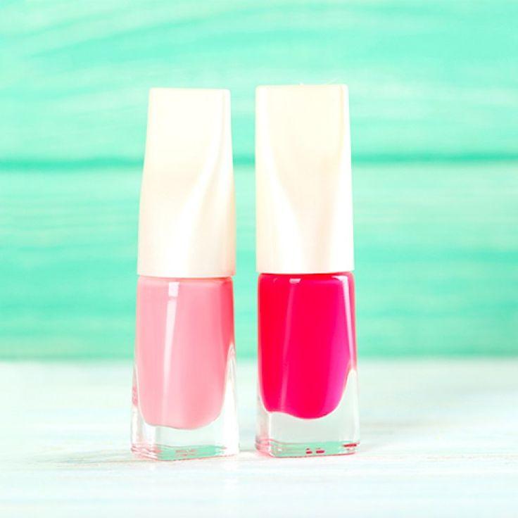 Smalto rosso, trasparente, rosa, colorato o glitterato: come scegliere quello più adatto a noi?