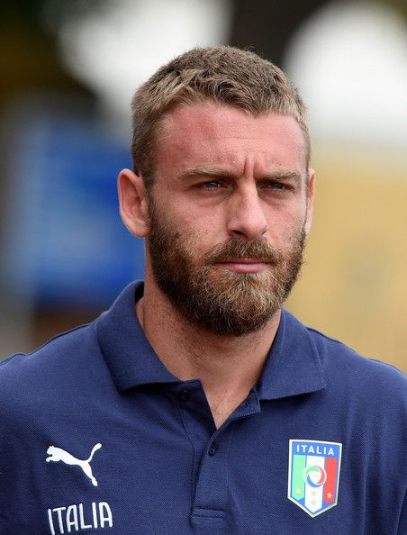 Daniele De Rossi Photos Photos - Daniele De Rossi prior to the Italy Training Session at Coverciano on September 2, 2014 in Florence, Italy. - Italy Training Session