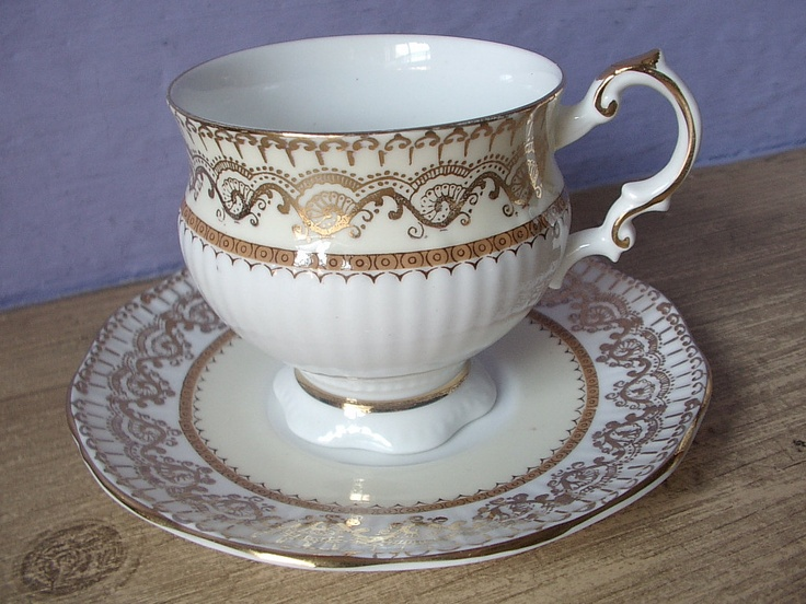 Vintage English fine china tea cup set. Elizabethan bone china tea cup and saucer set. gold and white tea set.   Tea cups. Bone china tea cups. Tea