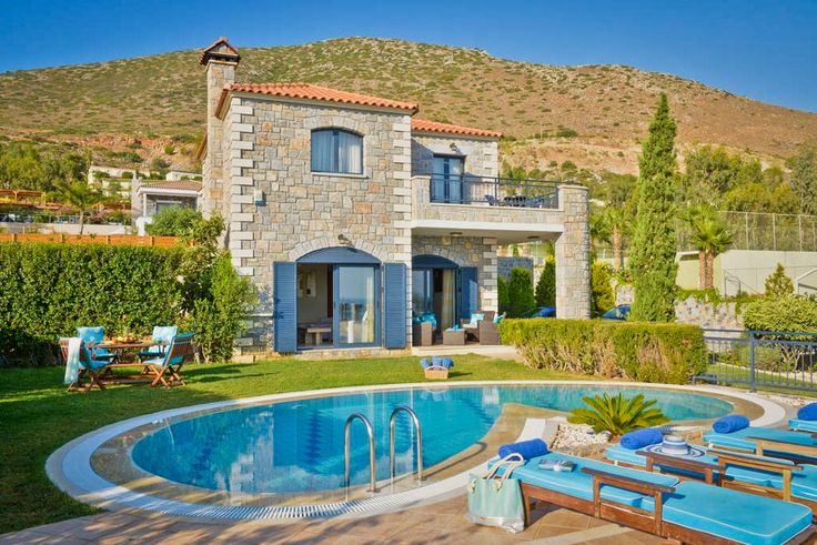 Erato Villa to rent with private pool in Koutouloufari, Heraklion Crete island. Erato villa is a double-decked luxurious villa, all built with natural stones, wooden roof and floor. The whole facility can easily accommodate up to 7 people. Ground