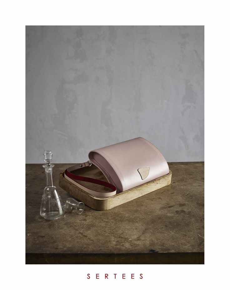 SERTEES collection CUNGI structured leather bag / clutch
