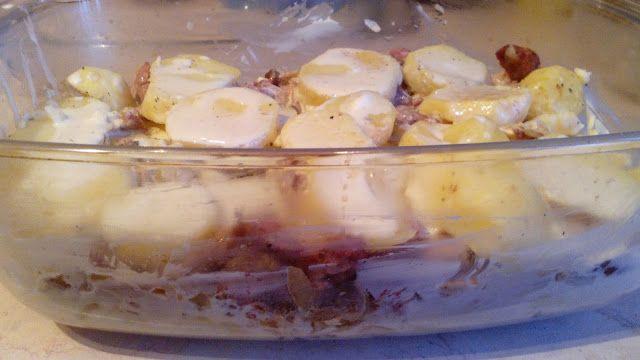 W kuchennym oknie Ewy: Zapiekanka z ziemniakami i wiejską kiełbasą