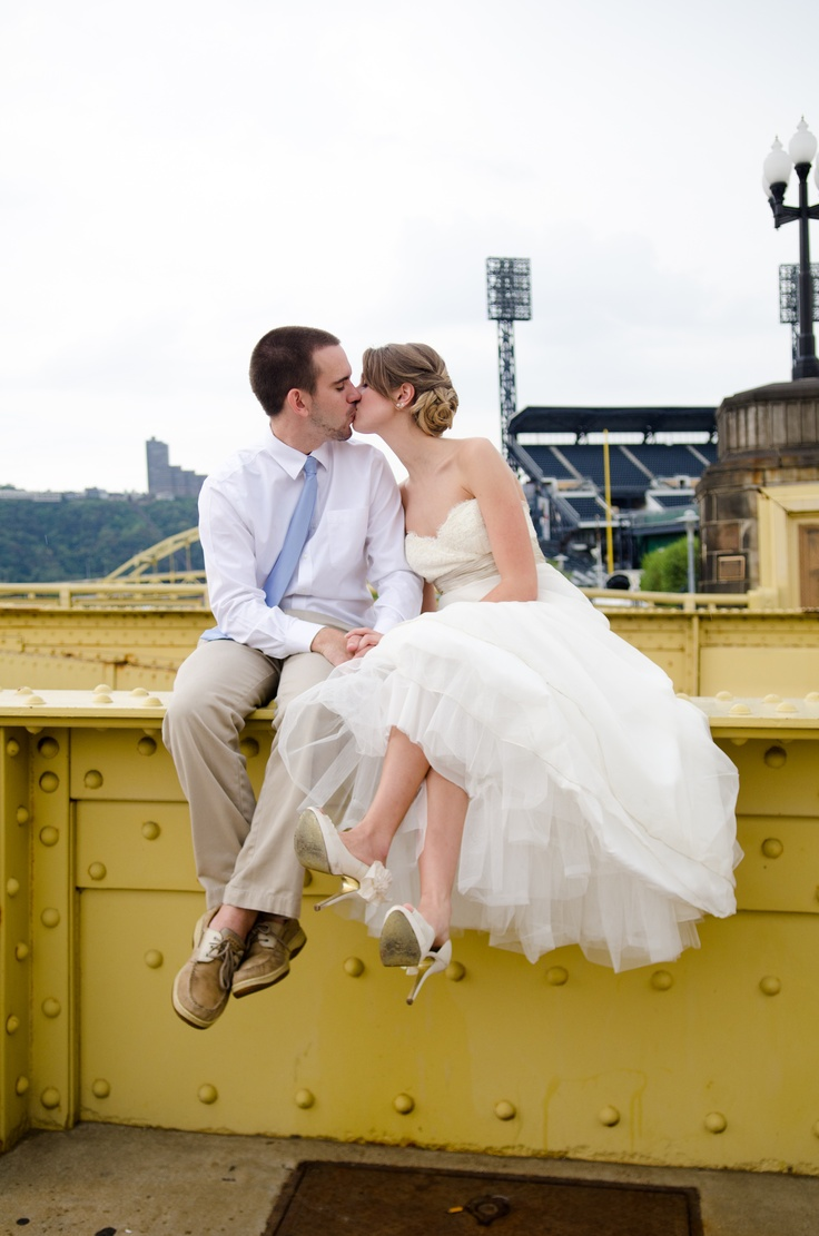 Pittsburgh Wedding Encore Rock The Dress Roberto Clemente Bridge Heinz Field Photo Session By Sewickley Photography