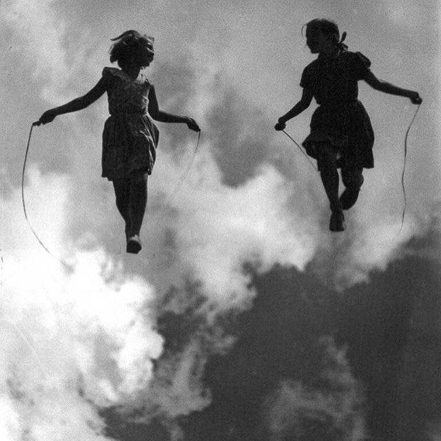 Riflessioni fanta-metafisiche sull'esistenza E se le persone che ci sembra di conoscere da sempre le avessimo semplicemente incontrate nei sogni? Se ci fosse una relazione fra i nostri parti …