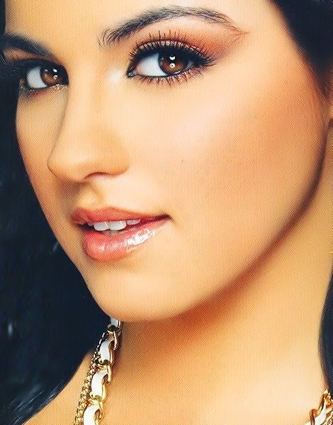 Maite!! Love her makeup