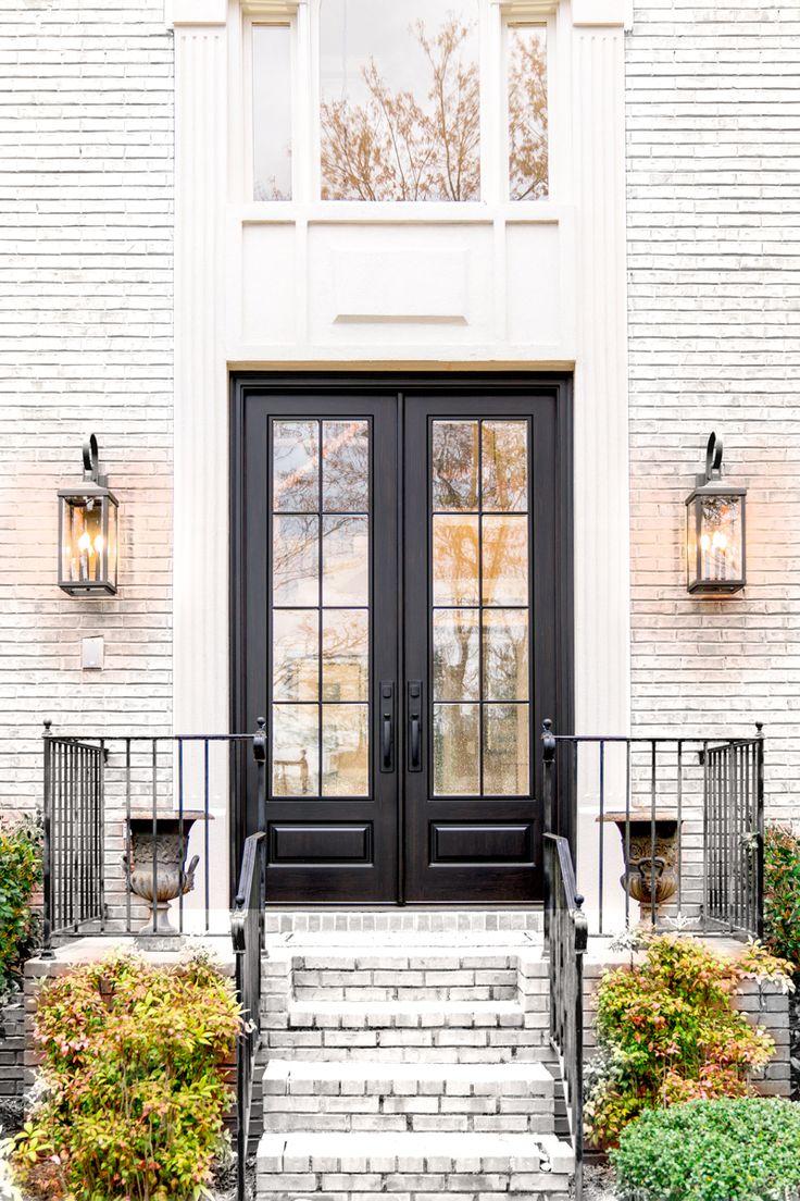 можно получить фасад дома белый коричневая дверь фото сохранялась