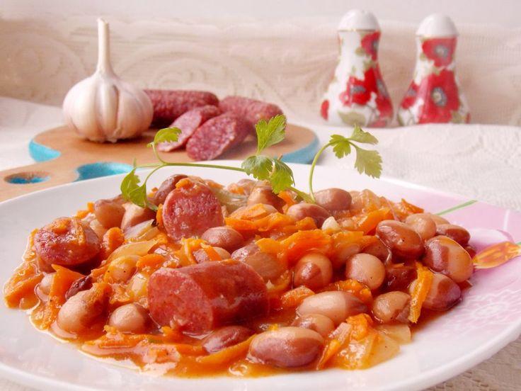 Тушёная фасоль с копчёными колбасками в томатном соусе. Пошаговый рецепт с фото - Ботаничка.ru