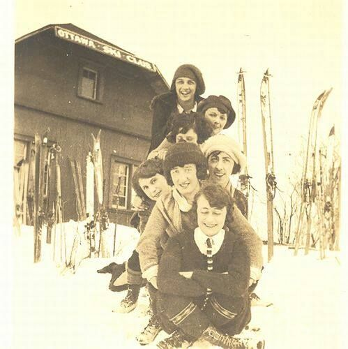 Seven ladies posing in front of the Ottawa Ski Club clubhouse, Camp Fortune, 1922. Canada Ski Museum and Hall of Fame collection. Skimuseum.ca (Ottawa Ski Club organized 1910).