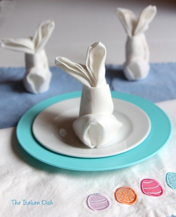 Bunny napkin folding The last time I hosted Easter at my house, I made these cute little bunnies out of na...