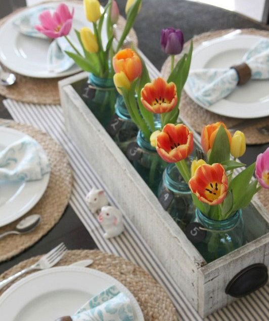 This Easter Sunday, whether you're gathering with family friends for brunch and an egg hunt or for a traditional dinner with all the trimmings, you'll need to set the table with some festive décor.