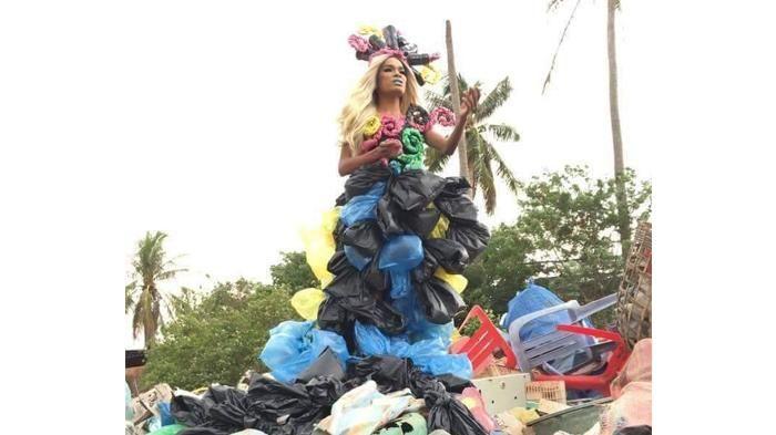 Pakaian Unik Remaja Filipina - Alamak! Plastik Bisa Jadi Gaun, Unik Tapi Nggak Gitu Juga Kali