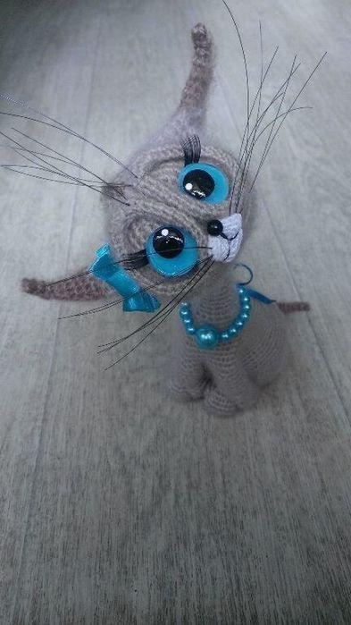 Милые котята с огромными глазами, вязанные крючком