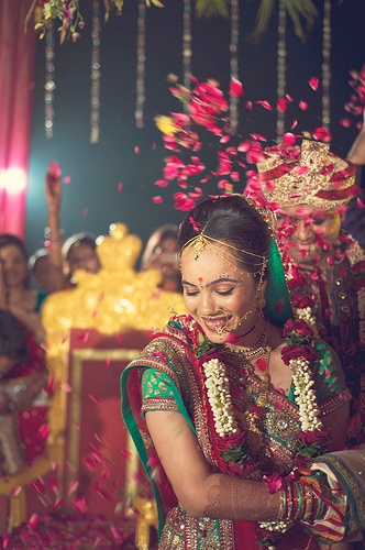 Despite the many seemingly endless rituals, the Hindu #wedding ceremony is one of the most beautiful in the world. Don't you agree?    ~ Image: Kunjan detroja's photography~ #Photography #Weddingplz #Wedding #Bride #Groom #love #Fashion #IndianWedding  #Beautiful #Style