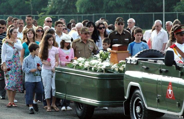 Raúl Castro junto a su familia.