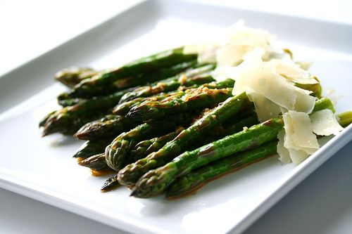 If you usually roast or steam your asparagus, change things up with this Slow Butter Braised Asparagus from Steamy Kitchen!