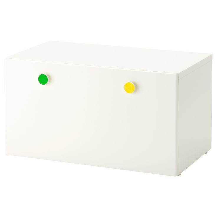 IKEA - STUVA / FÖLJA, Bank met bergruimte, , Met de meegeleverde, kleurrijke stickers kan je dozen, lades en kasten snel en op persoonlijke wijze merken.Je kan ook met krijt op de sticker schrijven, zodat je goed overzicht kan houden over je spullen.In een lage opberger kunnen kinderen zelf hun spullen pakken en weer opruimen.Staat door de meegeleverde verstelbare doppen ook stabiel op ongelijke vloeren.