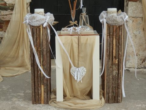 Ξυλινες βασεις για λαμπαδες γαμου