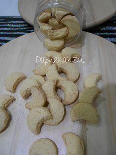 Kakzu nak share resepi biskut kelapa resepi dulu dulu. Crunchy tau dan tak perlu kasik mekap biskut ni.Resepi di share dari kelab whats...