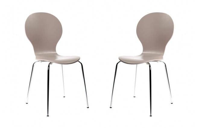 Pratique, profilée et robuste : la chaise design NEW ABIGAIL trouvera à coup sûr une place de choix dans votre cuisine ou votre salle à manger.