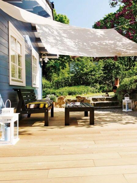 Holz, Naturstein, Kunststoff und Keramik – wir stellen die vier besten Materialien für den Terrassen- oder Balkonboden vor. Welcher passt zu dir?