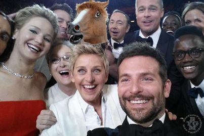 That Julia Roberts mask is so life-like.  #Oscars #Selfie