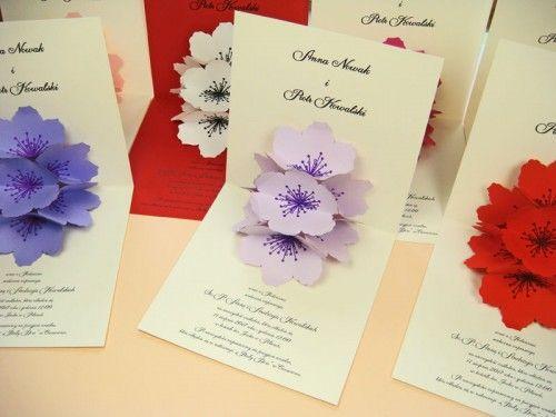 papierowy kwiat na kartce 3D