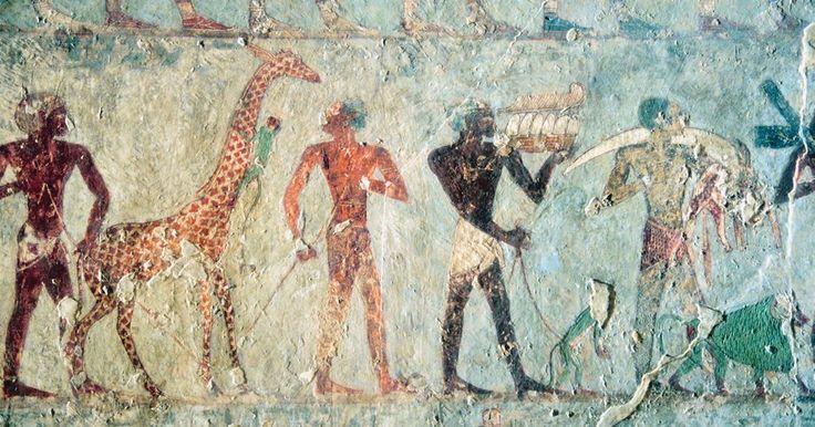 Aulas de arte do Egito Antigo. O Antigo Egito produziu obras de arte maravilhosas e historicamente fascinantes, que tornam-se assuntos interessantes para estudantes em idade escolar. De esculturas de faraós e rainhas aos hieróglifos usados como forma de escrita, a Arte do Antigo Egito é um tópico vasto. Os professores podem introduzir aulas sobre o assunto como parte de um ...