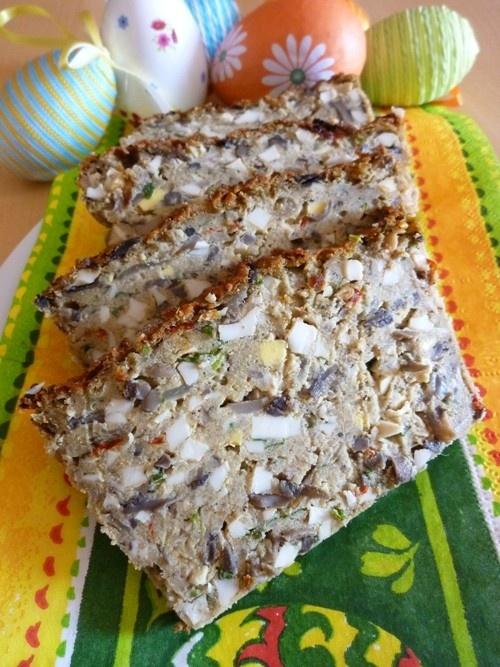 Pasztet jajeczny z pieczarkami Mimo, iż śnieg za oknem, to za tydzień będziemy mieli Wielkanoc :). Z tego też powodu na blogu pojawi się kilka świątecznych propozycji. Pierwszym przepisem będzie pasztet jajeczny, doskonały na wielkanocne śniadanie. http://www.ekspertbudowlany.pl/blog/id334,pasztet-jajeczny-z-pieczarkami
