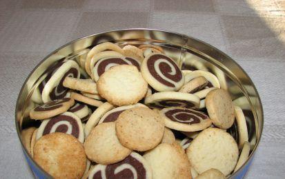 Biscotti marmorizzati - In occasione della festa del papà in questi giorni vi abbiamo mostrato varie idee da cui prendere spunto per realizzare una o più gradite sorprese per il vostro papà; oggi vogliamo proporvi la ricetta dei biscotti marmorizzati
