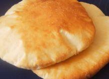 """750g vous propose la recette """"Pain à kebab"""" publiée par balistikaurel."""
