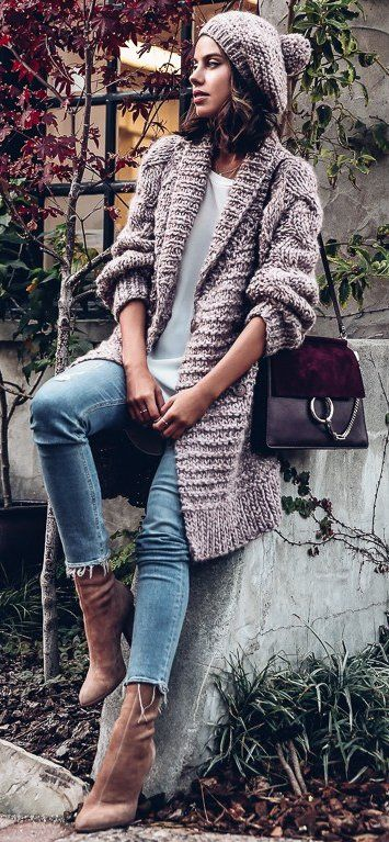 #thanksgiving #outfits Knit Cardigan // White Top // Skinny Jeans // Suede Ankle Boots // Suede Shoulder Bag