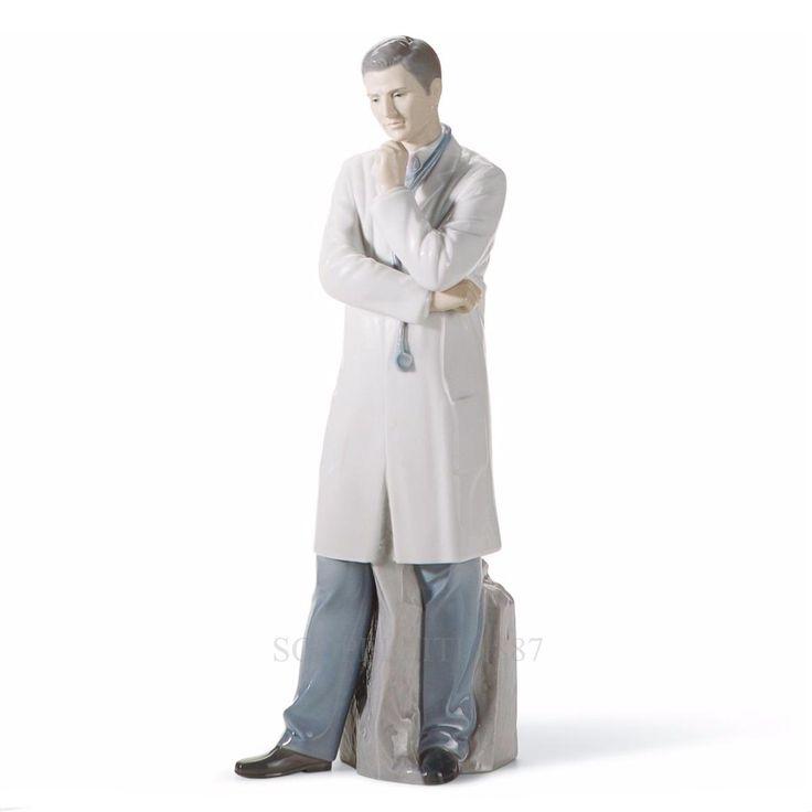 """Il """"Dottore"""" è una figura in porcellana Lladrò dipinta a mano rappresentante un…"""