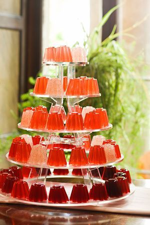 Red and pink Jelly wedding cake...CHEAP TO MAKE AND OH SO GOOD..ADD YOUR FAVORITE ADULT MIX TO MAKE A JELLO SHOT CAKE! would be awesome... even for bachelorette party!