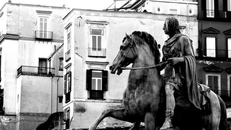Piazza del Plebiscito; Carlo III di Spagna