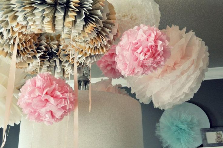 DIY tissue poms: Paper Wreaths, Birthday Parties, Tulle Pom, 1St Birthday, Paper Balls, Tulle Ball, Tissue Paper Ball, Paper Chandeliers, Birthday Ideas