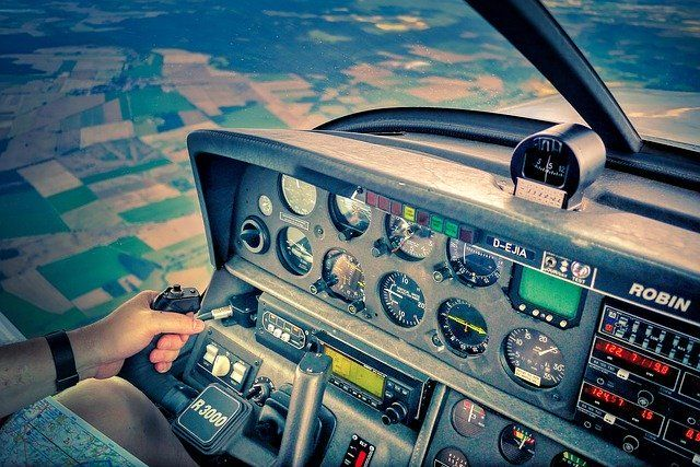 How To Safely Land An Airplane Common Pilot Errors And Solutions Flight Simulator Best Flights Aviation Accidents