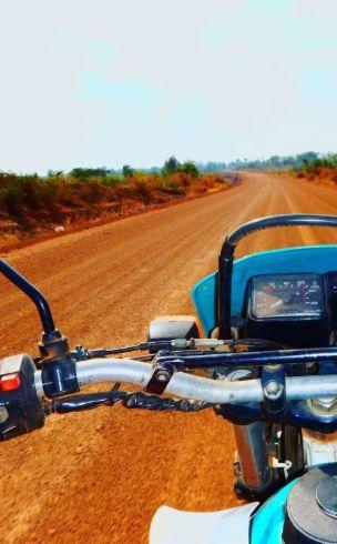 Sur les terres rouges du Cambodge! Trip de moto à faire au moins une fois dans sa vie en voyage!
