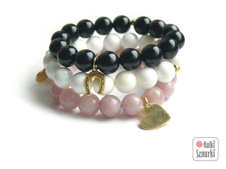 Kulki Sznurki - luksusowa biżuteria handmade z możliwością personalizowania.  www.facebook.com/...  bransoletki z zawieszkami  zestaw na dzień kobiet #black&white #onyx #onyks #blackstone #black #white #seashell #czarny&biały   #kulkisznurki #walentynki #bransoletki #zawieszki #prezenty #bracelets #valentinesday #stretchbracelets #dzienkobiet #heart #gold #podkowa #naszczescie #lightpink #serce