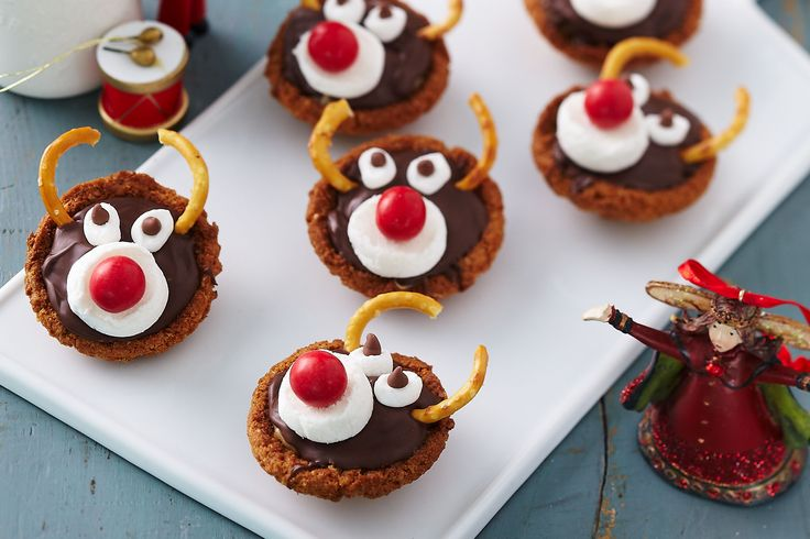 These gorgeous Rudolph tartlets are sure to light up your foggy Christmas eves.