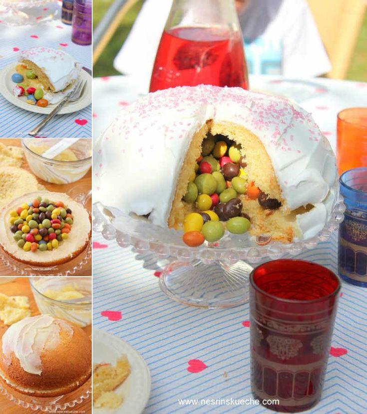 İçi Sürprizli Doğum Günü Pastası  -  Nesrin  Kismar #yemekmutfak.com Doğum günü partisi için bütün çocukların bayılacağı harika bir pasta tarifi. Çocuklarımla internette bu pastanın resmini görünce bir an kalakaldık. Nasıl olur da pastanın içerisinde şekerlemeler olurdu. Kek aslında yusyuvarlak bir kalıpta pişirilmiş ve ikiye bölünüp içleri şekerlemeler ile doldurulup krema sürülüp kapatılmış.  Kalabalık partiler için bu pastadan 2 tane yaparsanız daha iyi olur.